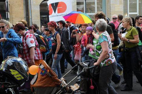 В Лейпциге прошел парад под лозунгом «Гомофобия излечима»