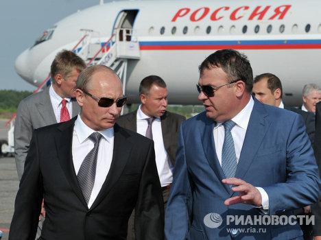 Президент России Владимир Путин и Анатолий Сердюков