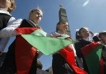 Белорусские школьники на площади Победы в Минске