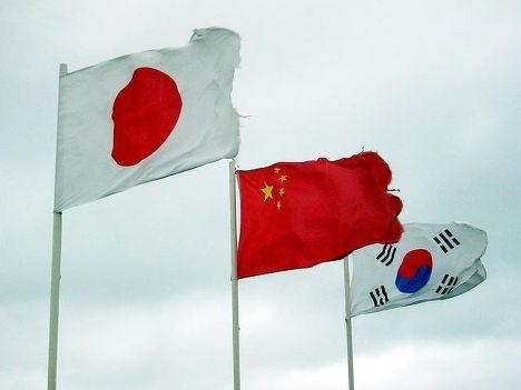 Флаги Японии, Китая и Южной Кореи