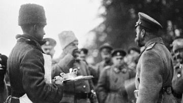 Николай II пробует солдатский обед. Первая мировая война 1914 - 1918 г. г.