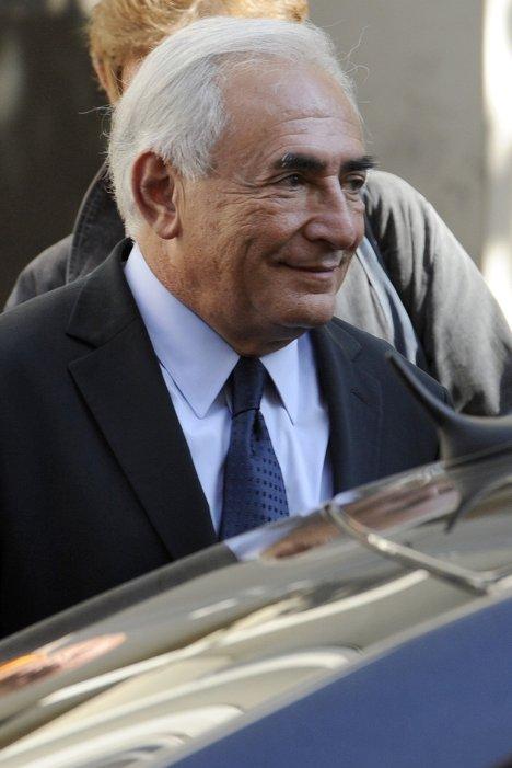 Бывший глава Международного валютного фонда (МВФ) Доминик Стросс-Кан после окончания очной ставки с журналисткой Тристан Банон