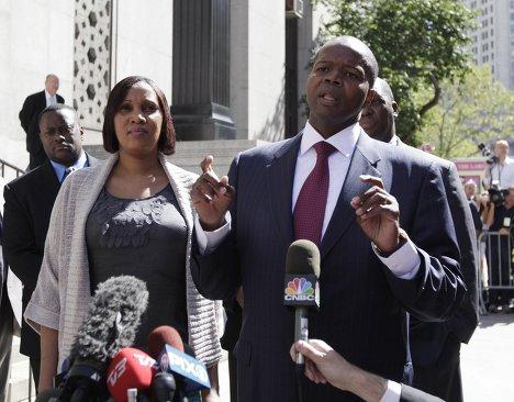 Горничная гостиницы Sofitel Нафисату Диалло после встречи с прокурорами в суде Нью-Йорка