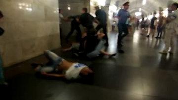 Несколько человек пострадали в массовой драке в московском метро