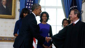Барак Обама и председатель Верховного суда США Джон Робертс