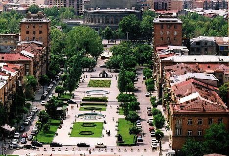 Одна из площадей Еревана