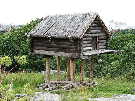 Саамский амбар. Модель на территории парка Скансен (Стокгольм)