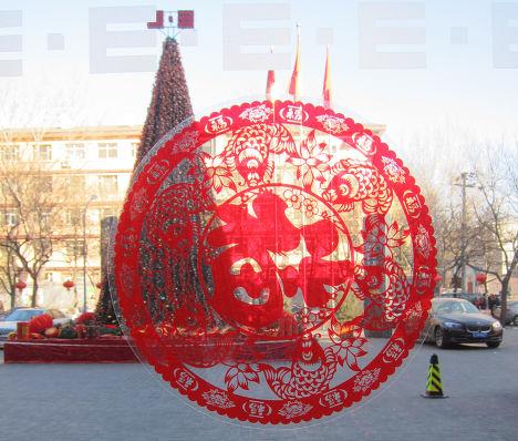Традиционные новогодние украшения во время Праздника Весны в Китае