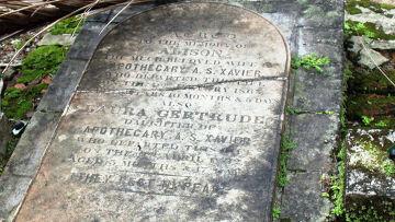 Старое английское кладбище на острове Росс