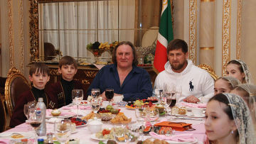 Французский актер Жерар Депардье в Грозном