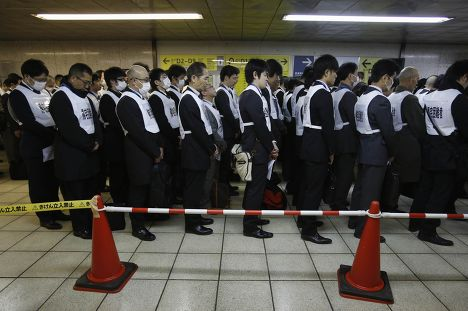 Минута молчания в Японии в память жертв землетрясения и цунами 2011 г.