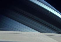 Сатурн со спутником Мимас