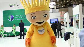 """Лифт в будущее и танцующие роботы: выставка """"Связь-Экспокомм"""" в Москве"""