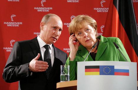 Президент России Владимир Путин на пресс-конференции с канцлером Германии Ангелой Меркель