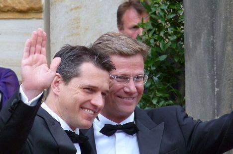Гидо Вестервелле (справа) с Михаэлем Мронцем, 2009 год
