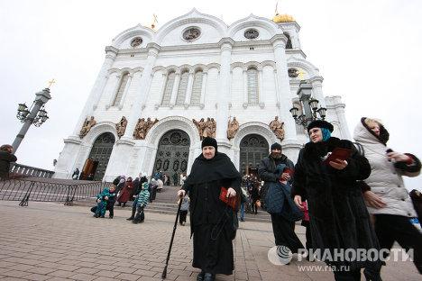 """Паломничество к """"Поясу Богородицы"""" в Храме Христа Спасителя"""