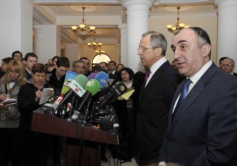 Сергей Лавров и Эльмар Мамедъяров во время пресс-конференции в Баку. Архив