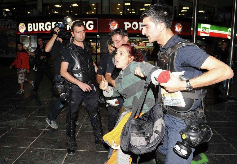 Участники демонстрации в Анкаре, Турция