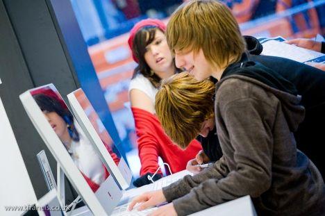 Подростки у компьютеров
