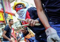 Столкновения демонстрантов с полицией в Стамбуле