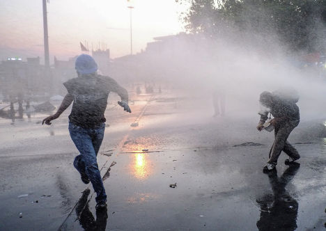 Разгон демонстрантов в парке Гези в Стамбуле