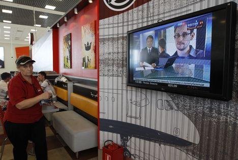 Трансляция нововстей об Эдварде Сноудене в аэропорте Шереметьево