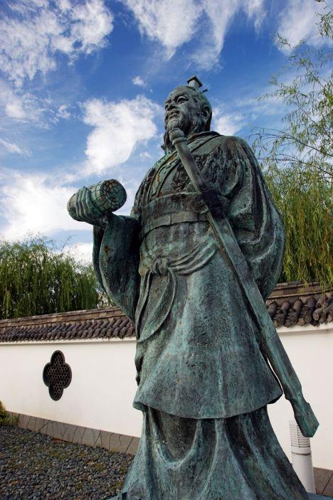 Памятник Сунь Цзы в Юрихами, Тоттори, Япония