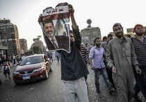 Сторонники свергнутого президента Египта Моххамеда Мурси идут к площади Тахрир в Каире
