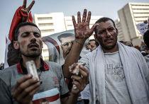 Сторонники свергнутого президента Египта Моххамеда Мурси у офиса Республиканской гвардии