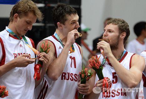 Российские баскетболисты с золотыми медалями на Универсиаде в Казани