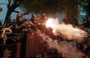 Полиция пытается усмирить демонстрантов в Рио-де-Жанейро