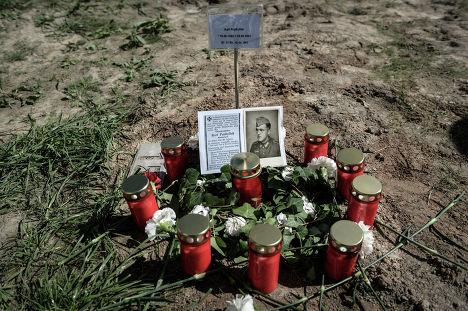 Фотография погибшего воина  на кладбище для военнослужащих Вермахта у города Духовщина