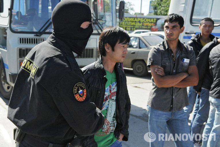 Рейд Федеральной миграционной службы на рынках Челябинска