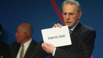 Президент Международного олимпийского комитета (МОК) Жак Рогге объявляет Токио столицей летних Олимпийских игр 2020 года