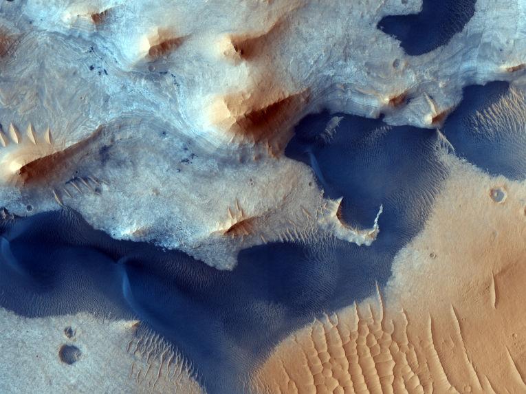Осадочные отложения в кратере Pasteur на Марсе