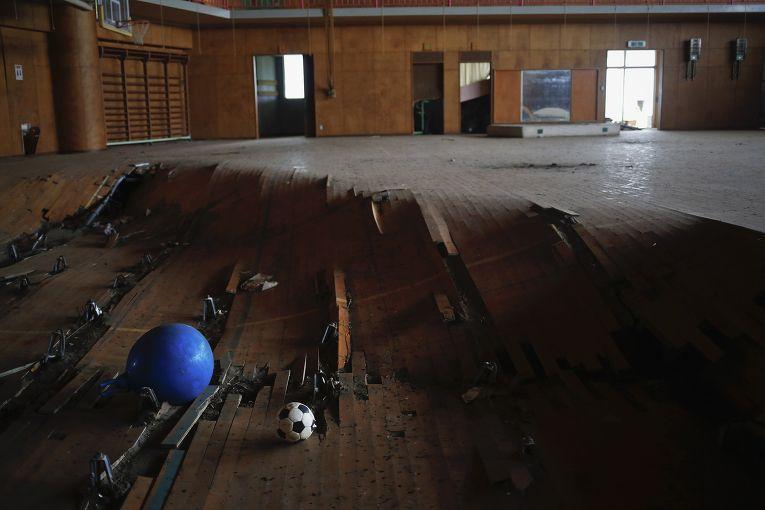Пострадавшее от цунами здание школы в городе Нами, префектура Фукусима
