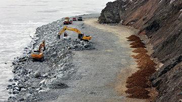 Работы по рекультивации полигона бытовых отходов в бухте Горностай под Владивостоком