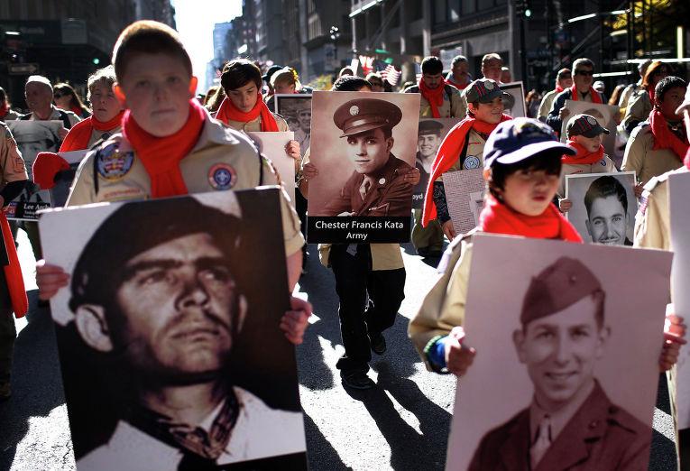 Парад в честь Дня ветеранов на 5-й Авеню, Нью-Йорк, 11 ноября 2013 года.