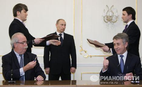 В.Путин на подписании меморандумов главами Total и НОВАТЭКа