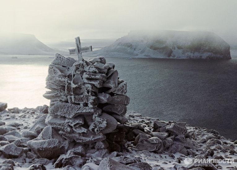 Могила полярных исследователей