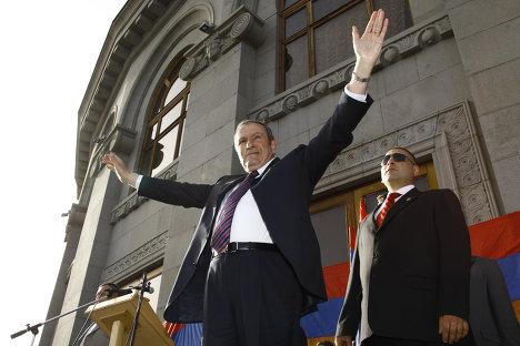 Первый президент Армении, лидер оппозиционного Армянского национального конгресса Левон Тер-Петросян