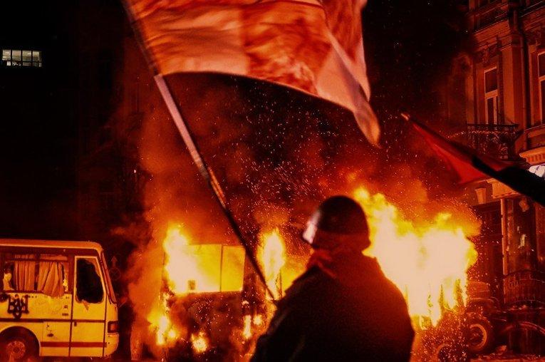 Город в огне: мирный протест в центре Киева перерос в драку с милицией
