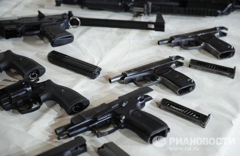 Соревнования по стрельбе из пистолета среди депутатов