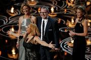 "Американская поп-певица и актриса Дарлин Лав, режиссёр Морган Невилл и актриса Кэтрин Роджерс на 86-й церемонии вручения премии ""Оскар"""
