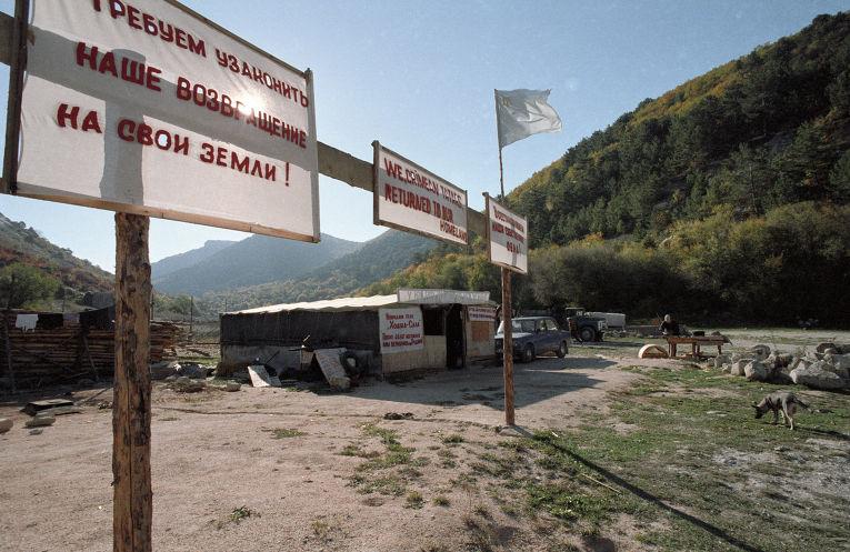 Лозунги крымских татар на захваченной ими территории.