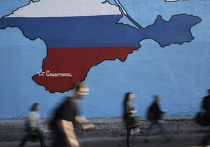 Граффити в Москве, изображающее Крым в цветах российского флага