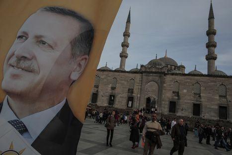 Агитационный плакат партии Реджепа Тайипа Эрдогана в Стамбуле