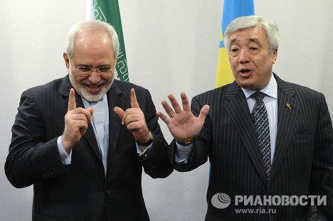 Министр иностранных дел Ирана Мухаммед Джавад Зариф и глава МИД Казахстана Ерлан Идрисов на конференции министров иностранных дел прикаспийских государств