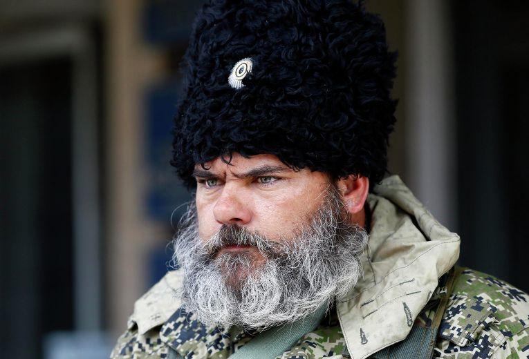 Александр Можаев у здания городской администрации в Славянске