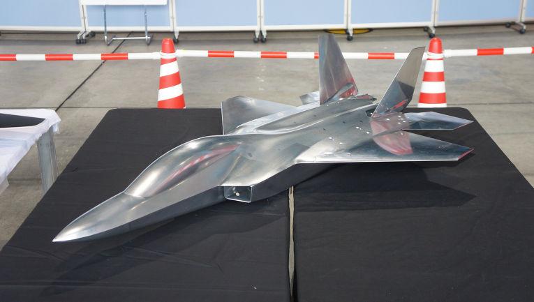 Модель японского истребителя «Мицубиси ATD-X Синсин»